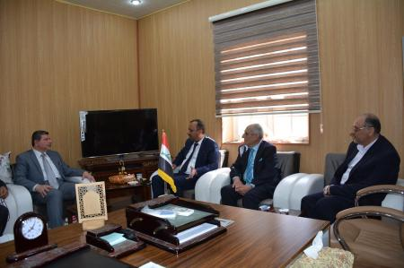 The governor of Najaf Alashraf Mr.Luay Alyasiry visits the Faculty of Medicine