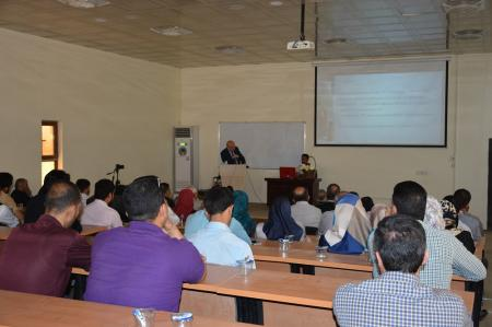 A professor from London Faculty of Medicine gives a lecture at Jabir ibn Hayyan Medical University